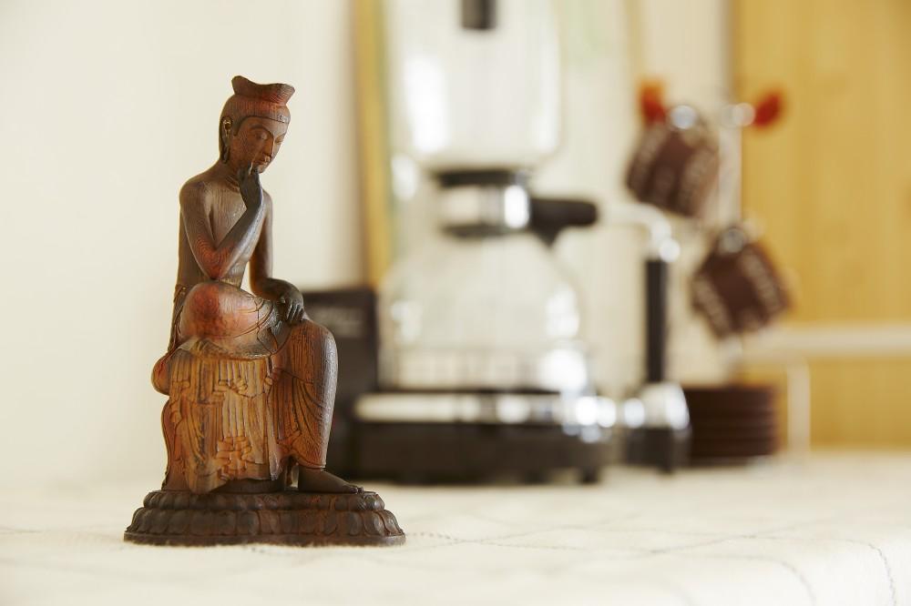 弥勒菩薩(みろくぼさつ)とコーヒーメーカー
