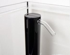 オーバーフローのアクリル3重管に黒を採用